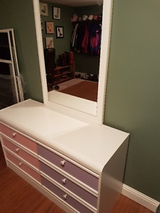 Childrens Dresser with Mirror