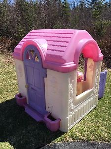 Little tykes play house with kitchen !