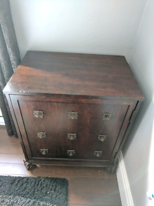Traditional Style Wooden End Table