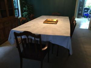 Vintage Diningroom Table with 6 chairs and BONUS