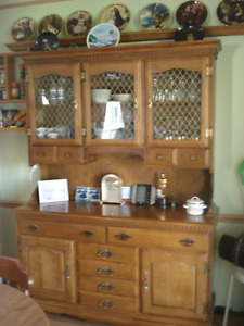 maple buffet and dining room table with 2 leafs