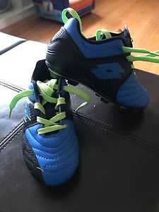 9T soccer shoes