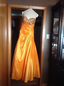 Designer Tony Bowls Beautiful Grad Dress