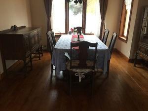 MOVING BIG SALES, a set of antique dinning room furniture