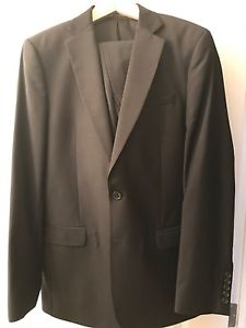 Mens Mexx Black Suit 42R and 34W mint only worn once
