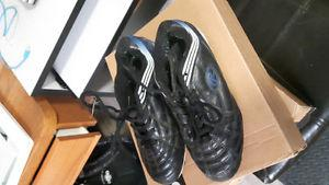 Rawling Soccer Cleats Size 4 used 1 season