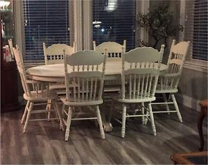 White / Cream Antique Table with 6 Chairs and Leaf