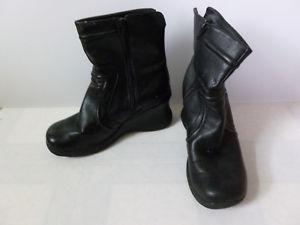 Womens 725 Boots size 8.5