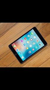 iPad mini 4 all accessories included mint.