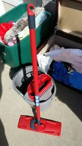 Mop and pail cleaning set made by Vileda