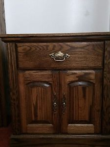 Oak Bedroom Set For Sale!