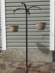 Plant hanger / stand