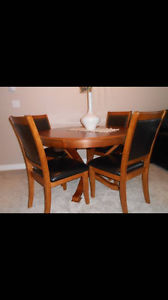 *REDUCED* Solid Wood Round Dining Room Set