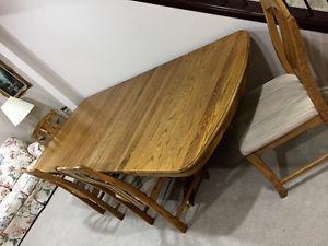 SOLID OAK DINING TABLE - 4 CHAIRS - 2 EXTRA LEAVES