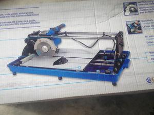Sliding wet tile saw