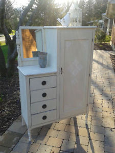 Wanted: IM LOOKING FOR THIS SORT OF OLDER DRESSER WITH