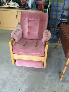 Wanted: Très bel ensemble sofa et chaise sur bille à