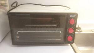 White Toaster Oven with Baking Tray