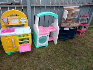 YARD SALE LOTS OF TOYS AND CHILDRENS STUFF STREET