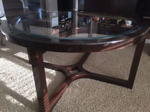Nice Round espresso- Dark brown coffee table in good shape,