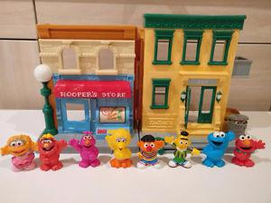 Sesame Street playhouse with 8 figures