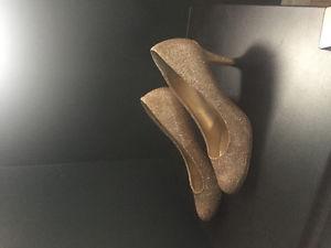 2 pair of ladies shoes