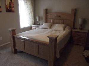 **Beautiful 5-Piece Queen Bedroom Package- With FREE