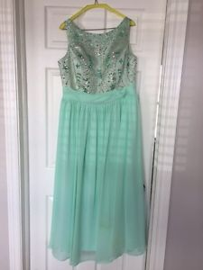 Beautiful prom or brides maid dress size 12-4 women's