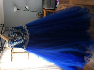 GRAD DRESS BALL GOWN STYLE. (Size 6)
