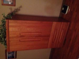 Oak bedroom Suite in Excellent Condition