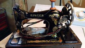 Portable Antique Vintage Singer Sewing Machine
