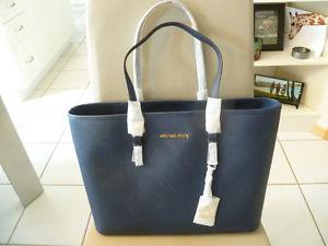 Selling NEW WITH TAGS Michael Kors Jetset Large Tote