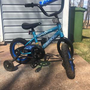 Small Kids bike with training wheels