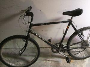 Raleigh 18 speed mountain bike, (26 Inch tires)