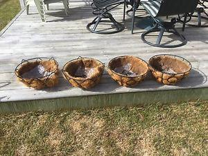 Set of 4 hanging baskets