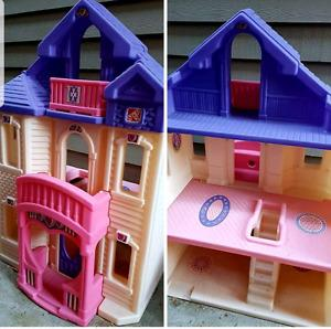 Step 2 dollhouse! Every little girls dream! Excellent