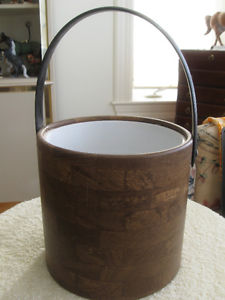 VINTAGE ['70's]..INSULATED ICE BUCKET An ATTRACTIVE PLANT
