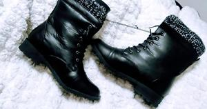 BRAND NEW - SIZE 9 BOOTS!!