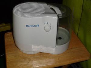 Honeywell HCM-890 Cool Moisture Humidifier
