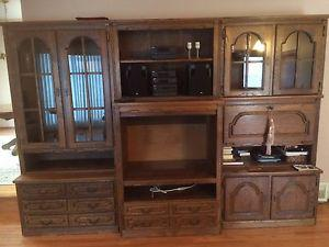 Oak Wall Unit with tv nook
