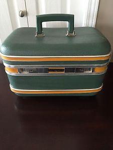 Vintage Train Case Luggage / Make Up Case