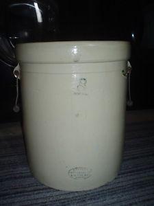 8 Gallon crock pot new