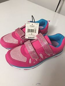 Brand new Athletics girls shoe in size 3