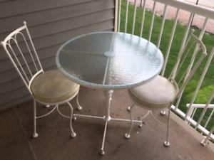 Garden / Patio Table & 2 Chairs