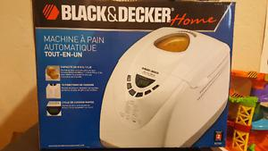 Like new black and decker bread maker 2L