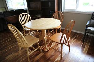 Solid wood 5 Piece Dining Set Delivery possible