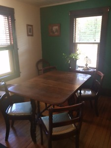antique table with 4 chairs in excellent