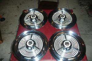 Olds Fiesta Spinner Hubcaps