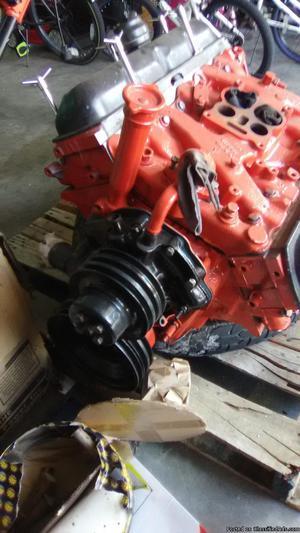 GM 350 Oldsmobile motor V8
