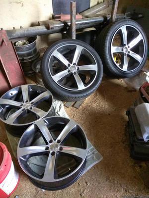 Dodge Challenger Wheels & Tires